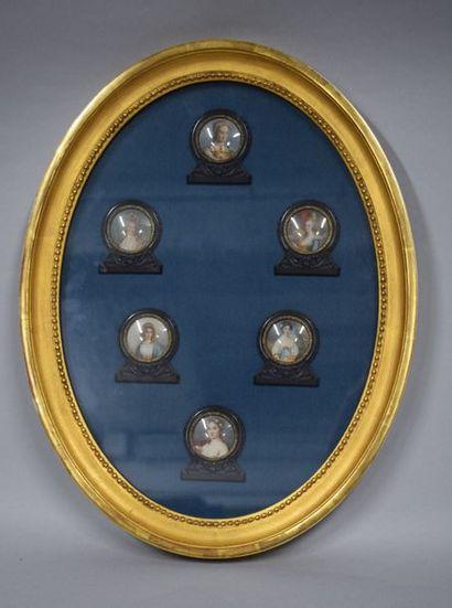 Ensemble de six miniatures rondes sur ivoire...