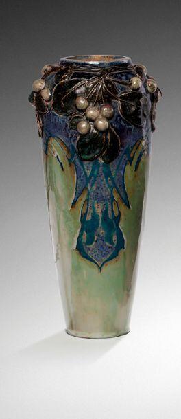 Henri-Léon ROBALBHEN (1862-1906)  Vase en...