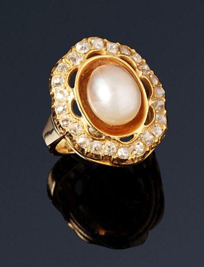 Bague en or jaune 18K (750) ornée d'une perle...