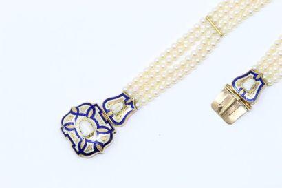 Bracelet souple formé de quatre rangs de...