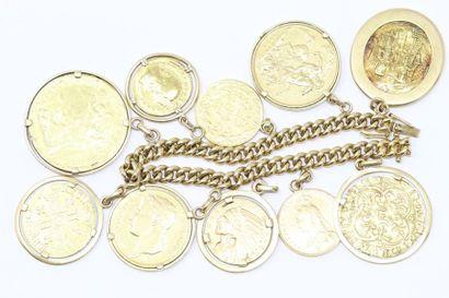 Bracelet en or jaune 18k (750) orné de monnaies...