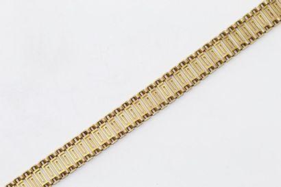 Bracelet en or jaune 18k (750) à maille méandres, chaînette de sécurité.  Tour de...