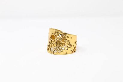 Christian LACROIX  Bracelet en métal doré...