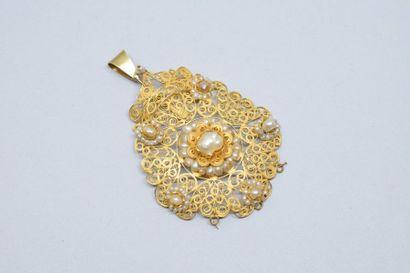Pendentif en or jaune 14k (585) filigrané...