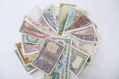 Ensemble de billets de banque du monde dont...