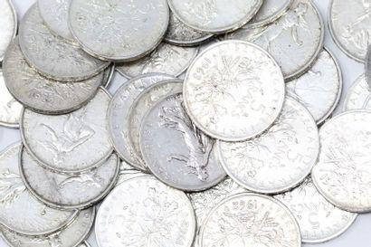 Lot de 100 pièces en argent de 5 francs Semeuse...