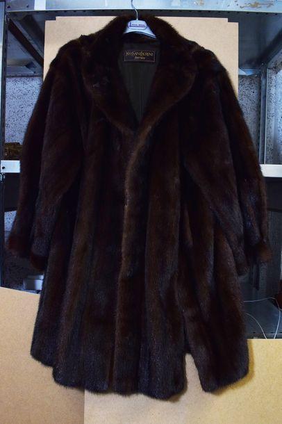 Manteau de fourrure en vison marron et sa...