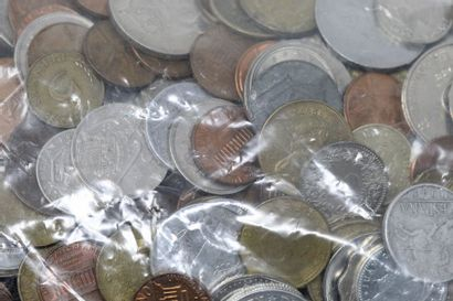 Vrac de pièces de monnaie du monde, majoritairement...