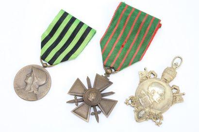 Lot de trois médailles comprenant :  - une...