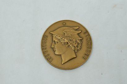 Petite médaille en bronze doré commémorant...