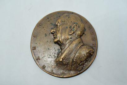 Médaille uniface en bronze à l'effigie du...