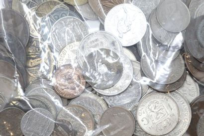 Lot de pièces de monnaie et de médailles...