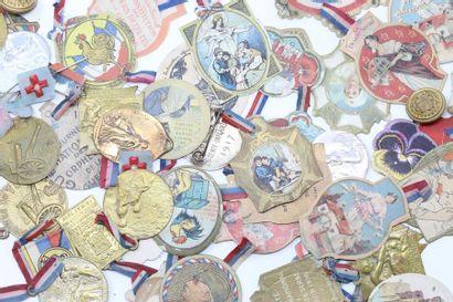 WW1 Important lot d'insignes et de médailles...