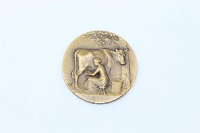 Médaille représentant la traite du lait  Poinçon...