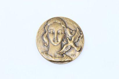 Médaille uniface en bronze à patine doré...