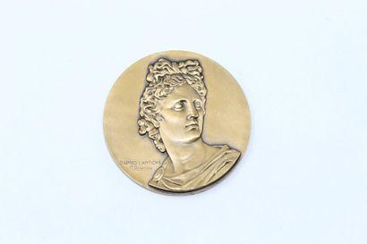 M.Delannoy  Médaille en bronze à patine doré...