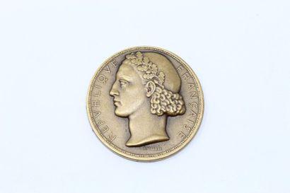 L.MULLER  Médaille en bronze à patine doré...