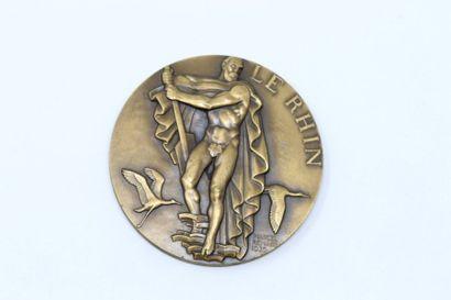 Marcel Renard  Médaille en bronze doré commémorant...