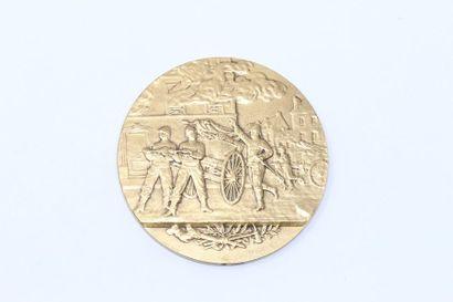 Médaille en bronze doré commémorant les pompiers....