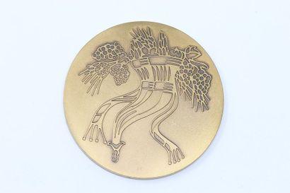 Médaille en bronze finement ciselé.  Poinçon...
