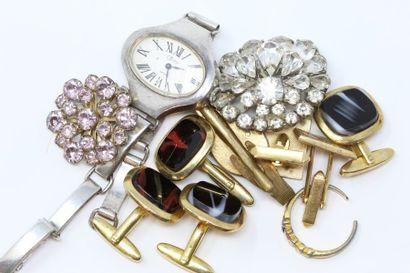 Lot de bijoux fantaisies comprenant broche,...