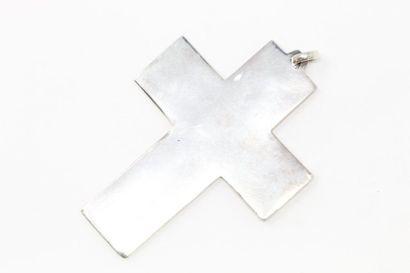 Croix pendentif en argent à décor ciselé...