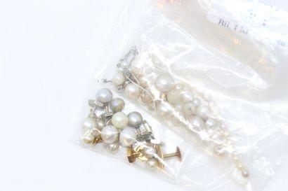 Lot de perles à renfiler, certaines montés...