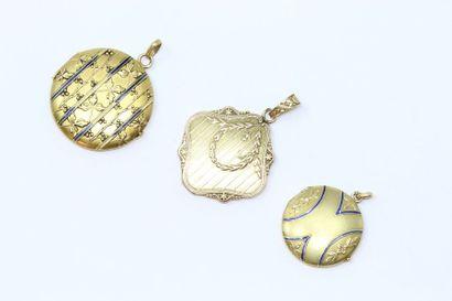 Lot composé de 3 médaillons ouvrants en or...