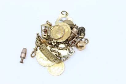 Lot de débris d'or jaune 18k (750) et de...