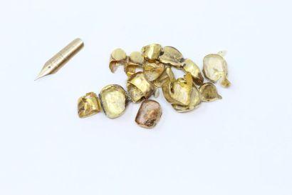 Lot d'or dentaire.  On y joint une mine de...