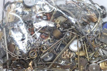 Débris d'or, d'argent et de métal.  Poids...