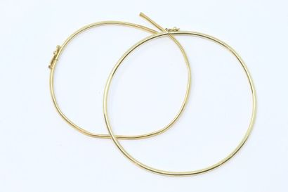 Lot comprenant 2 bracelets rigides en or...