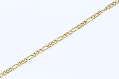 Bracelet en or jaune 18k (750) à maille figaro....