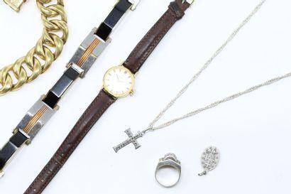 Lot de bijoux fantaisies comprenant :  -...