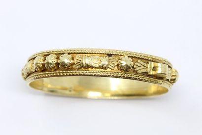 Bracelet rigide en or jaune 18K (750), ciselé...