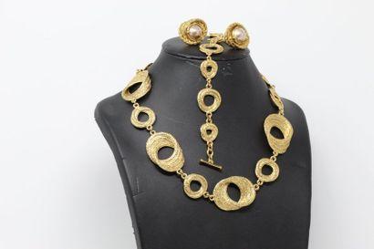 Parure articulée en métal doré formant des...