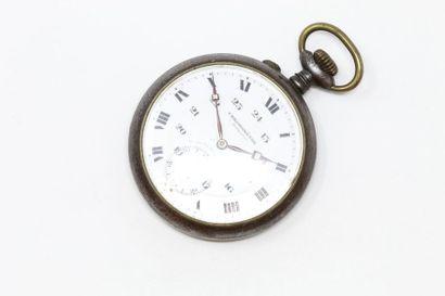 Chronomètre en acier, cadran à fond blanc...