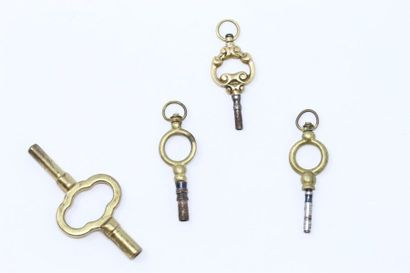 Ensemble de trois clefs de montres dont une...