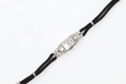 Montre bracelet de dame, petit boîtier rectangulaire...