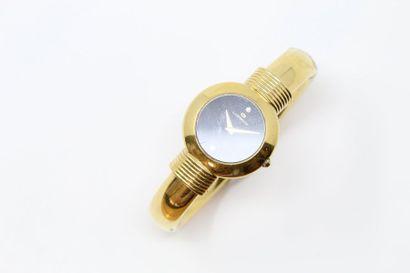 Montre bracelet de dame en métal doré. Boîtier...