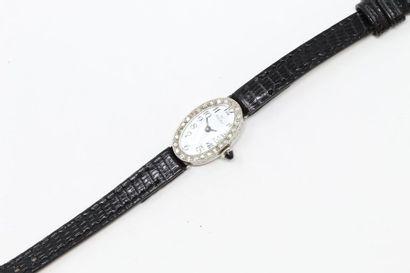 Montre bracelet de dame, boîtier ovale en...