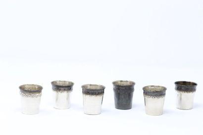 Six verres à liqueur en argent (minerve),...