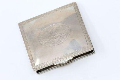 Boîte rectangulaire en argent au décor ciselé...