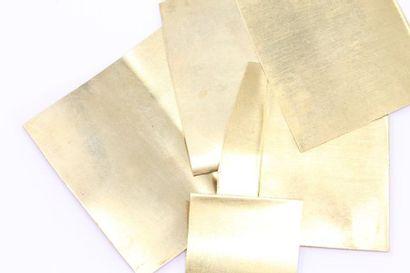 Débris. Plaques d'or jaune 18k (750).  Poids...