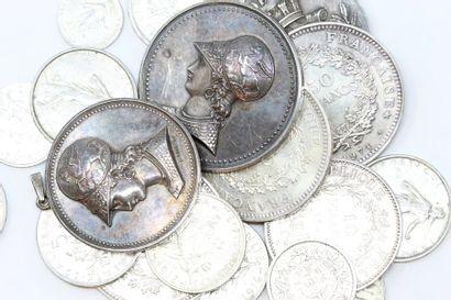 Lot de pièces françaises en argent.  Poids...