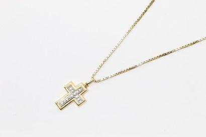 Pendentif croix en or jaune 18k (750) orné...
