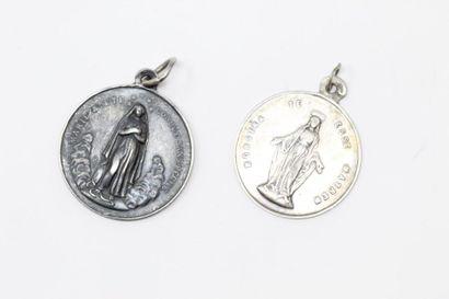 Deux médailles religieuses en argent XIXe....