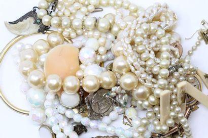 Ensemble de bijoux en plaqué or : montre...