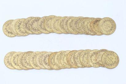 Ensemble de trente-deux pièces en or de 10...