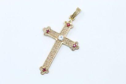 Pendentif croix en or jaune 18K (750) ajouré...